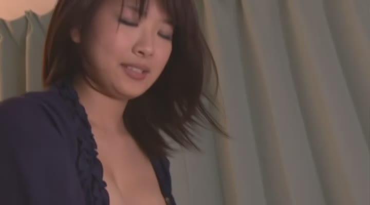 可愛過ぎる美巨乳お姉さんと主観セックス!恋人気分を味わいながら綺麗な身体も堪能できる最高な映像!パイパンマンコを突きまくり大量中出し!「ずっとこういう事したかったんでしょ?」