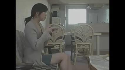 【人妻・主婦の潮ふき・オナニー動画】フラストレーションな団地妻が白昼堂々夫以外の男とヤリまくってる件ww