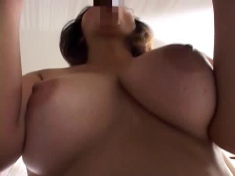 ぽっちゃり巨乳な熟女が若い肉棒に喘ぐ濃厚セックス!手マン&クンニでヌルヌルなマンコに肉棒をおねだり。