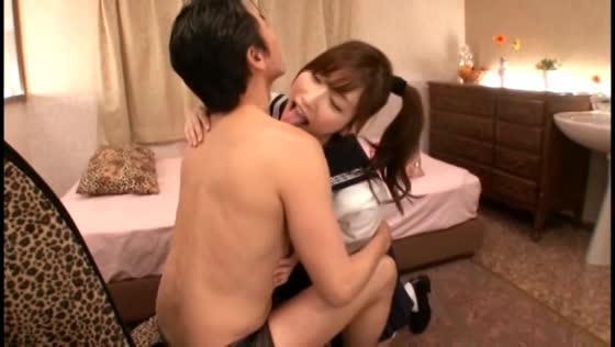 小島みなみ 制服美少女のイラマチオフェラがぎこちなくてエロい!
